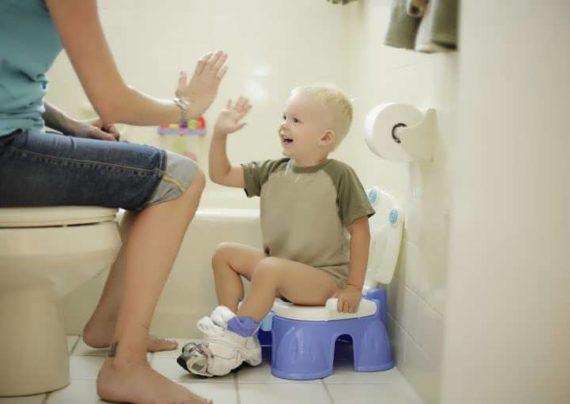 آموزش دستشویی رفتن به کودک خود