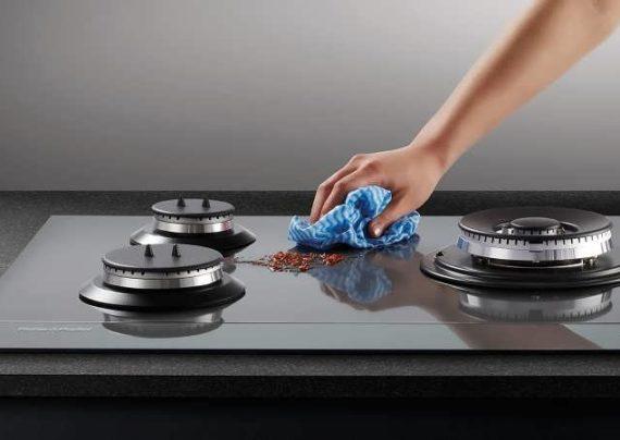 تمیز کردن لکه ها به موقع می تواند از ایجاد لکه های چربی جلو گیری کند.