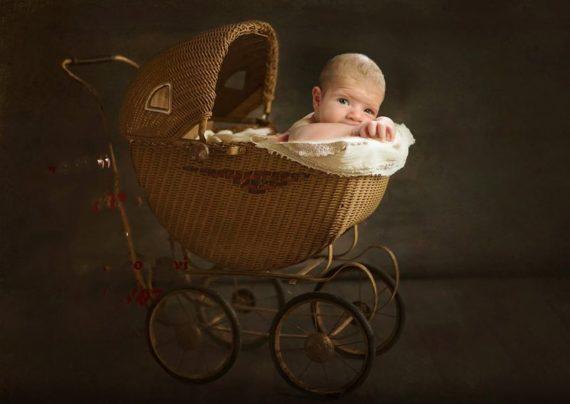 آشنایی با انواع ژست عکس آتلیه نوزاد