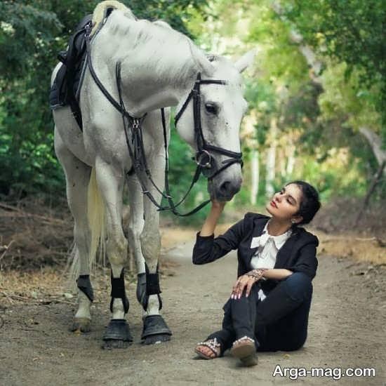 ایده ی جالب ژست دختر با اسب