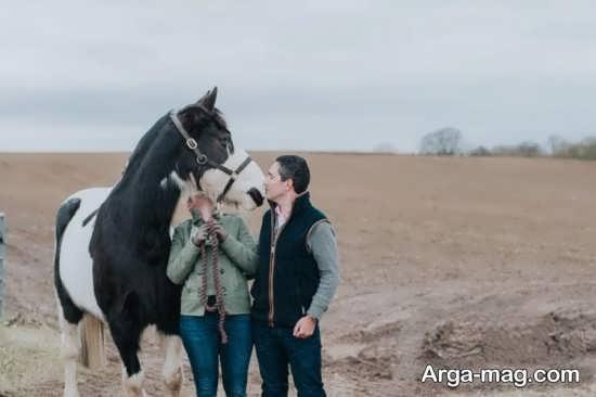 ژست عکس دو نفره با اسب