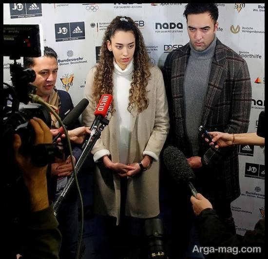 کیمیا علیزاده بدون روسری در کنفرانس خبری آلمان