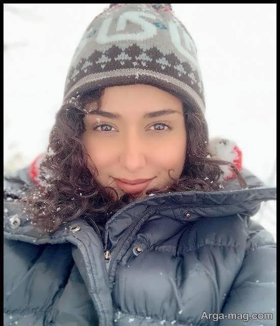 چهره ی زیبای پریناز ایزدیار در یک روز برفی