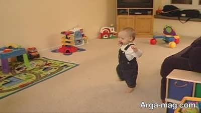 برای ترغیب به راه رفتن می توانید از وسایل بازی استفاده کنید