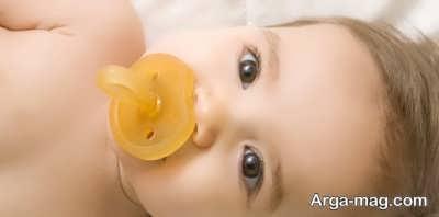 پستانک دادن به نوزادان