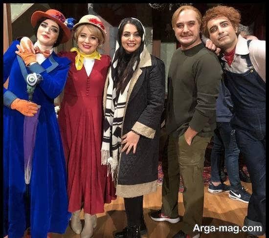 الهام پاوه نژاد در پشت صحنه مری پایینز در کنار بهنوش طباطبایی بازیگر نمایش