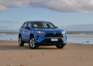 بررسی تویوتا راوفور و مشخصات این خودروی ژاپنی