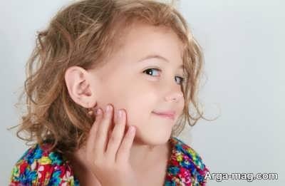 سوراخ نمودن گوش های کودکان