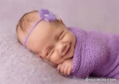 بررسی خنده نوزاد در خواب