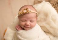 دلیل خنده نوزاد در خواب