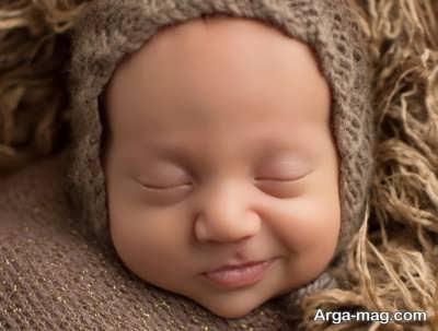 لبخند زدن نوزاد در خواب