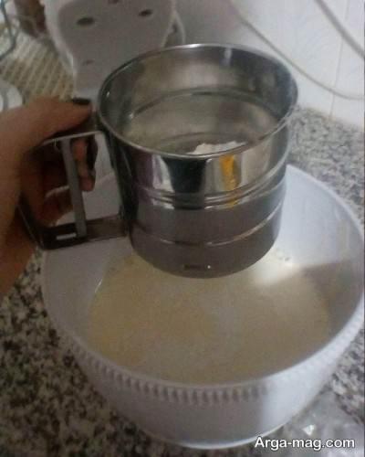اضافه کردن آرد به مایه کیک
