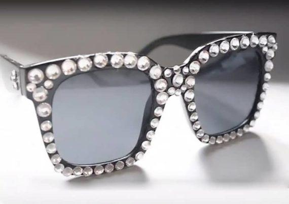 عکسی از تزیین عینک