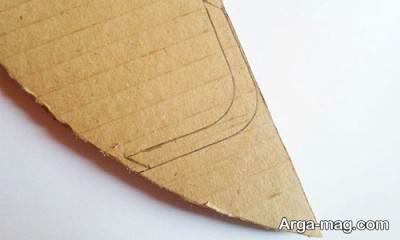 برش زدن کارتن برای ساخت کیف تبلت