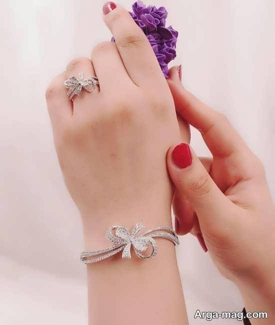 ست کردن انگشتر و دستبند+عکس