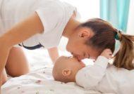 آشنایی با خطرات بوسیدن نوزاد