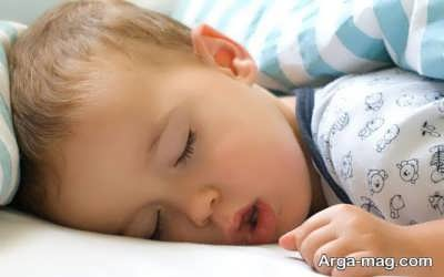 آه کشیدن کودک در زمان خواب