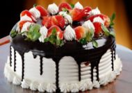 تزیین زیبای کیک با توت فرنگی