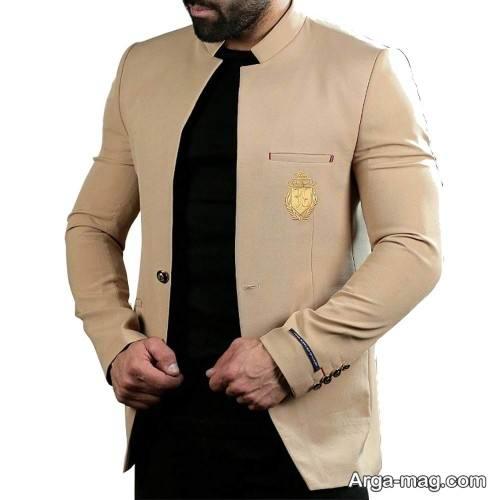 ست کت رنگ روشن با پیراهن مشکی