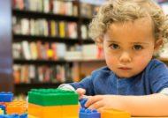 شناخت علائم بیماری اوتیسم در کودکان
