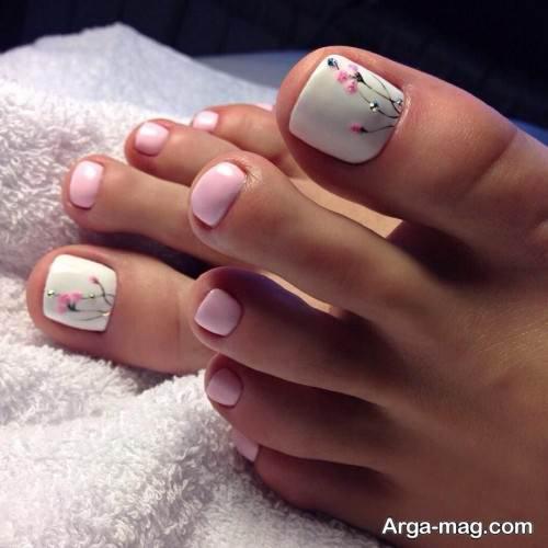 دیزاین ناخن پا با لاک سفید