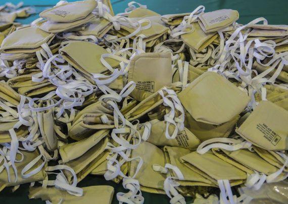ماسک و دستکش های نایلونی و زباله های فراوان