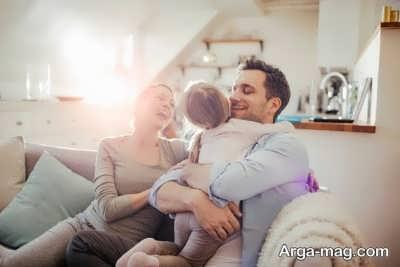 آشنایی با فواید بغل کردن کودکان