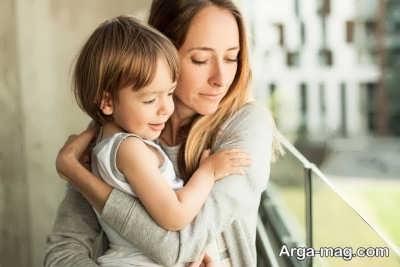 بغل کردن کودک و فواید آن