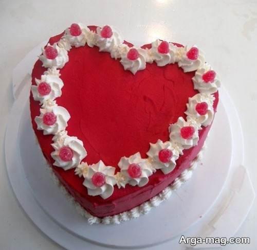 کیک قلبی قرمز