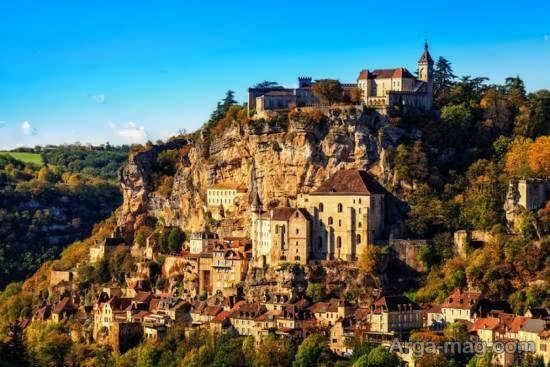 مناطق دیدنی روستای روکامادور با کلیساهای با قدمت و تاریخی
