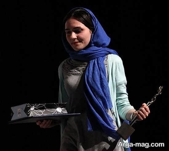 تاریخچه زندگی مونا احمدی