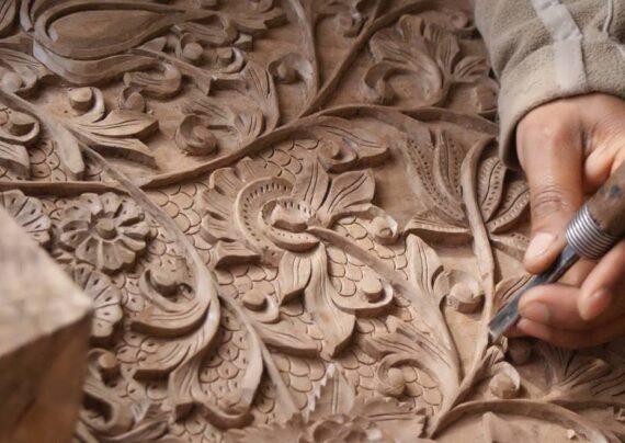 کنده کاری روی چوب با طرح زیبا