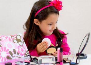 آشنایی با عوارض آرایش کودکان