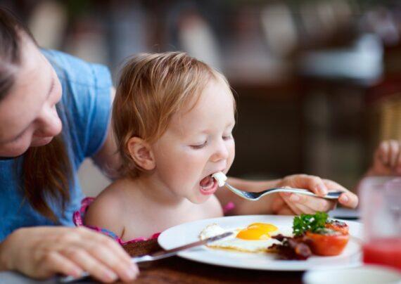 آشنای با تغذیه کودک بعد از دو سالگی