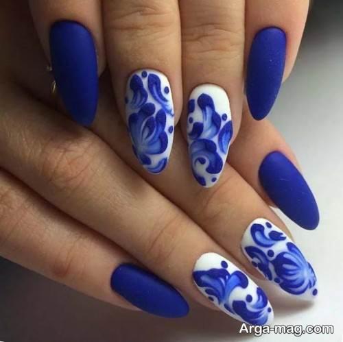 طراحی ناخن زنانه با لاک آبی