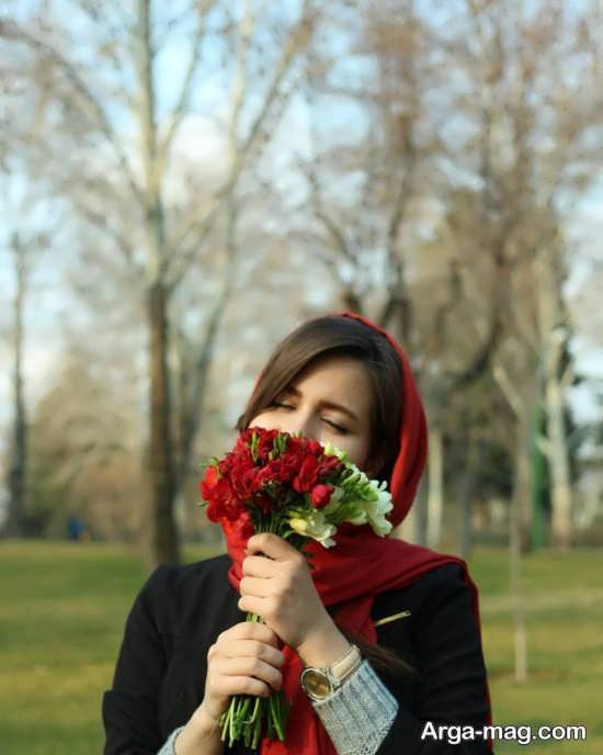 تصویر زیبا و تماشایی ژست با گل