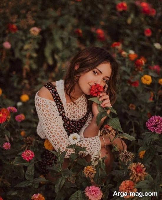 ژست زیبا و دیدنی با گل