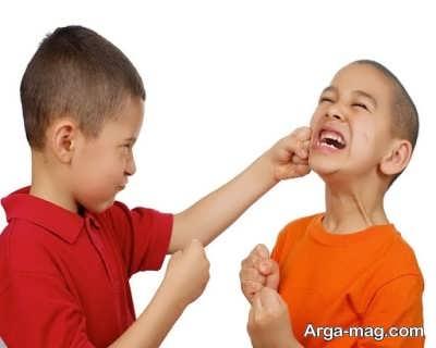 برخورد با بچه ای که دست بزن دارد