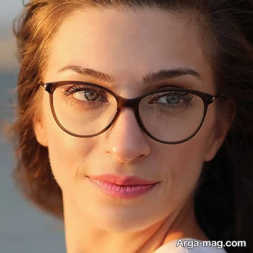 میکاپ ساده برای خانم های عینک دار