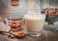 آشنایی با خواص شیر بادام