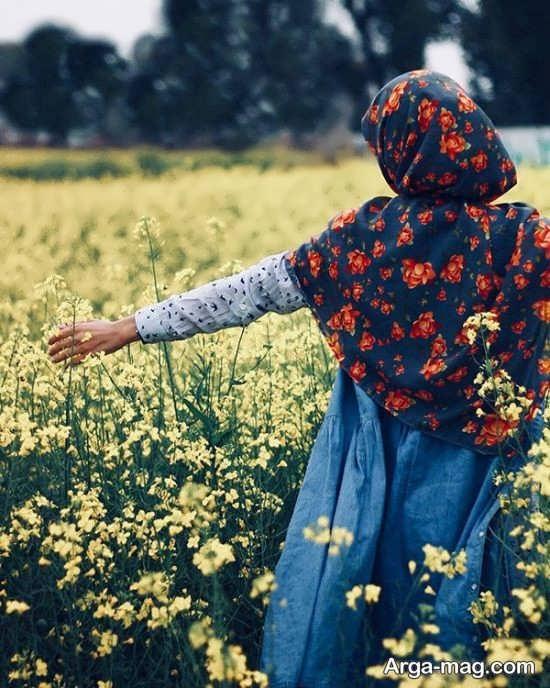 ژست زیبا ایستاده در طبیعت