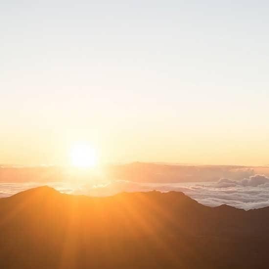 تصویر خاص و جالب از طلوع خورشید