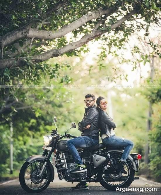 ژست عکس دو نفره عاشقانه همراه موتور