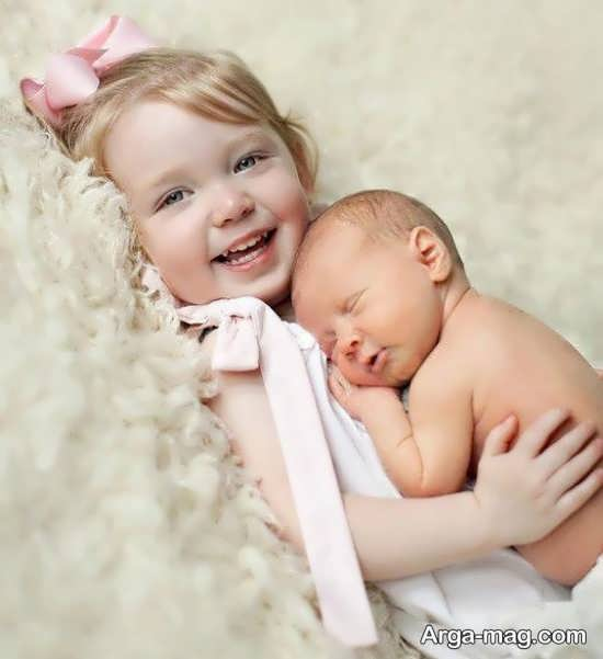 ژست خاص و زیبا خواهر و برادر کودکانه