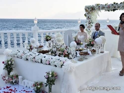 ژست زیبا عروس و داماد با سفره عقد