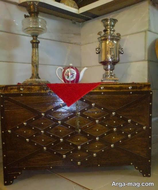 تزیین صندوقچه ی کهنه و قدمت دار به عنوان میز سماور