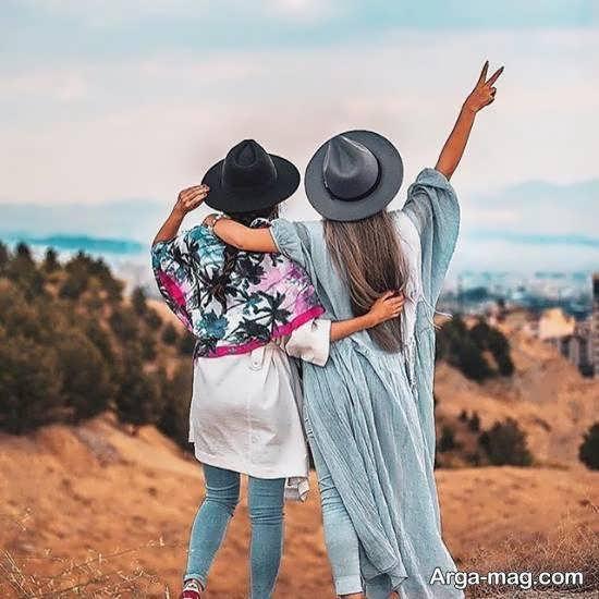 گالری شکی از ژست عکاسی چند نفره دوستانه برای دختر خانم ها