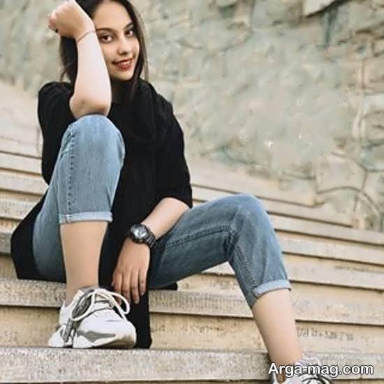 عکس دختر لاکچری و زیبا روی پله