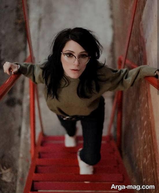 انواع جدید فیگور دخترانه روی پله
