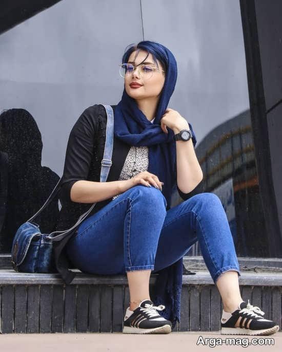 انواع زیبا ژست عکس روی پله با تیپ اسپرت
